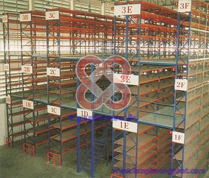 Single-Tier Storage Floor